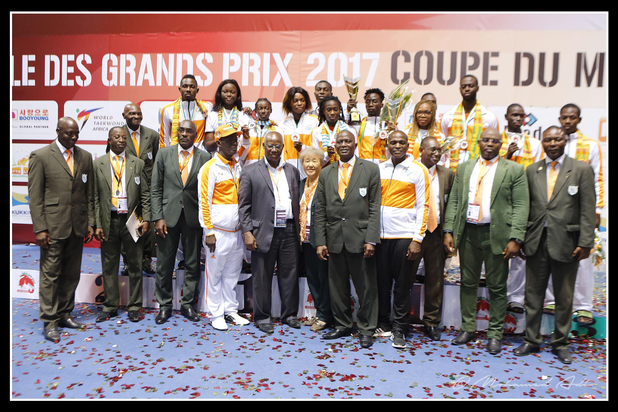 3-코트디부아르 태권도 국가대표팀과 함께.jpg